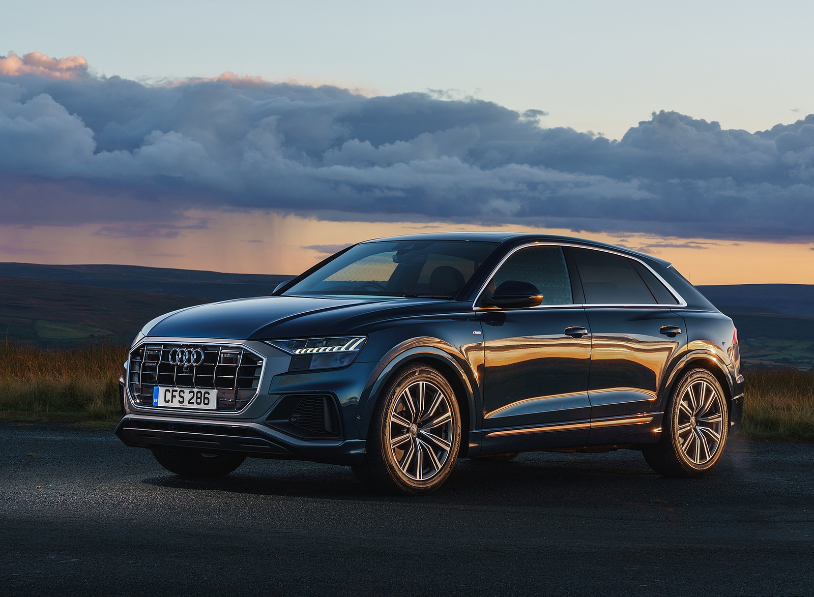 2019 Audi Q8 S Line 50 TDI Quattro (UK-Spec) Front Three-Quarter Wallpaper (8)