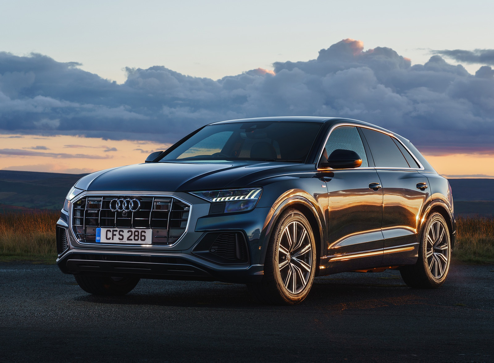 2019 Audi Q8 S Line 50 TDI Quattro (UK-Spec) Front Three-Quarter Wallpaper (10)