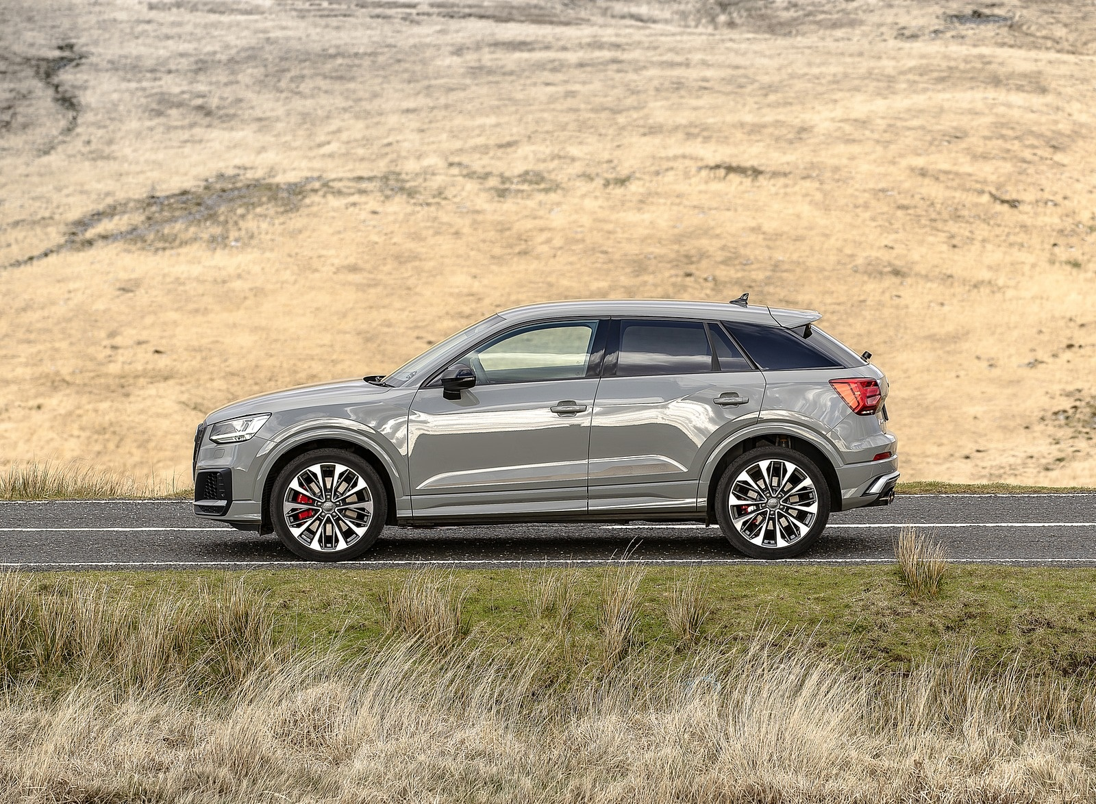 2019 Audi SQ2 (UK-Spec) Side Wallpaper (14)