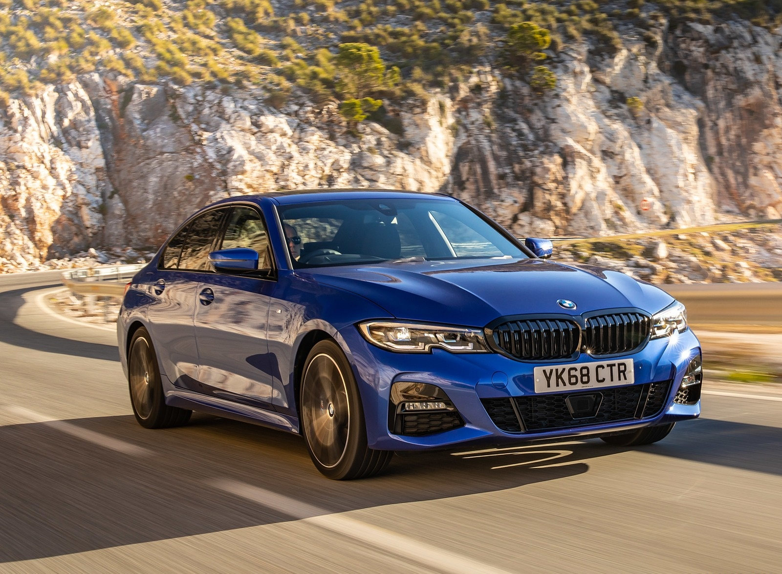 2019 BMW 3-Series Saloon 320d xDrive (UK-Spec) Front Three-Quarter Wallpapers (3)