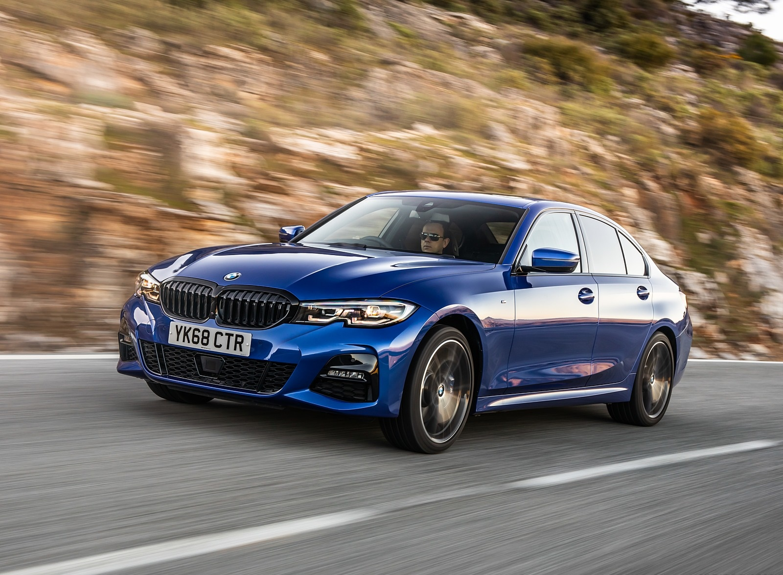 2019 BMW 3-Series Saloon 320d xDrive (UK-Spec) Front Three-Quarter Wallpapers (4)