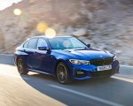 2019 BMW 3-Series Saloon 320d xDrive (UK-Spec) Front Three-Quarter Wallpapers 150x120 (5)