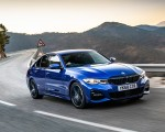 2019 BMW 3-Series Saloon 320d xDrive (UK-Spec) Front Three-Quarter Wallpapers 150x120 (2)