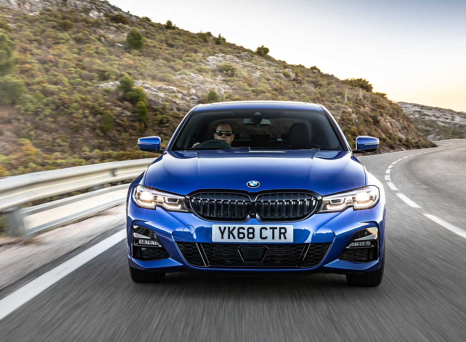 2019 BMW 3-Series Saloon 320d xDrive (UK-Spec) Front Wallpapers (15)