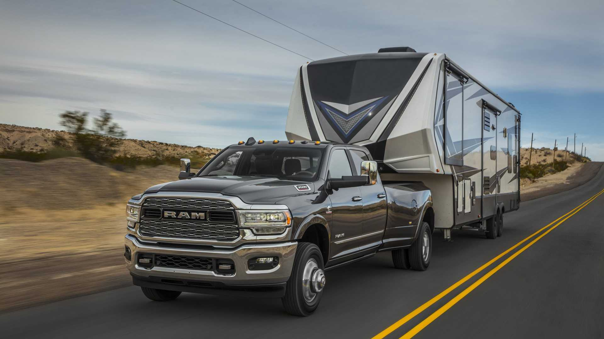 2019 Ram 2500 Heavy Duty Front Three-Quarter Wallpapers (3)