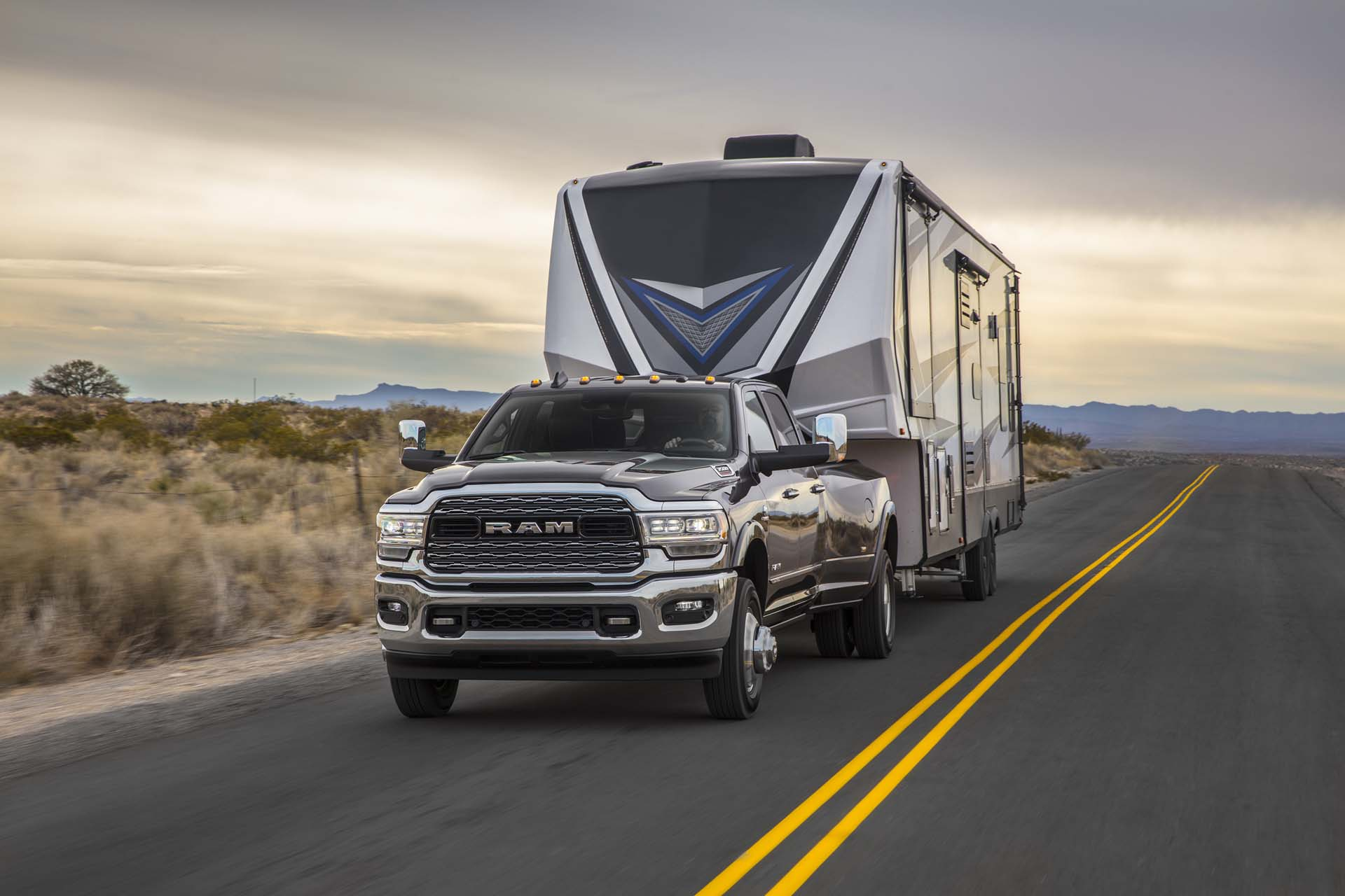 2019 Ram 2500 Heavy Duty Front Three-Quarter Wallpapers (1)