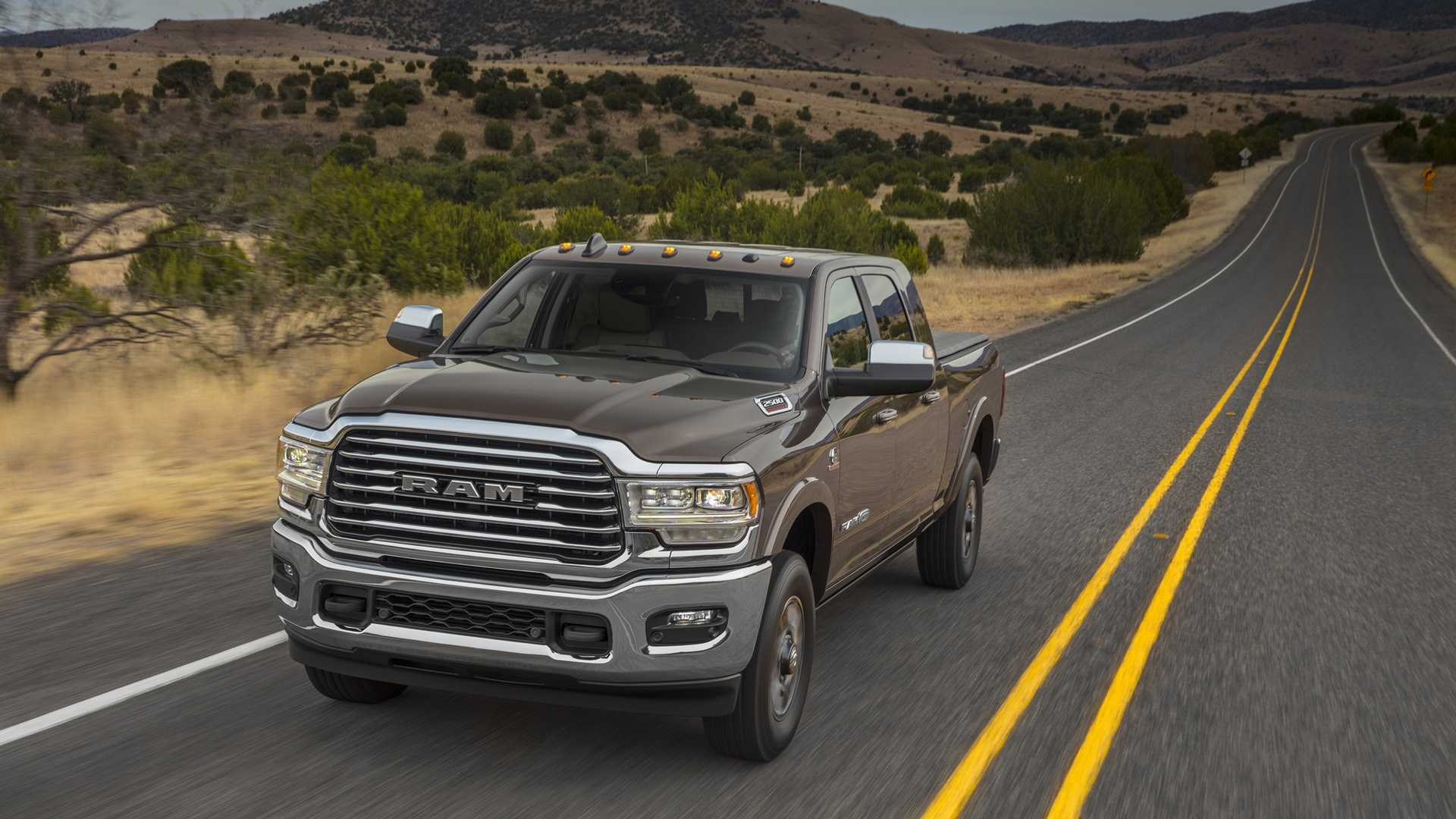 2019 Ram 2500 Heavy Duty Front Three-Quarter Wallpapers (2)