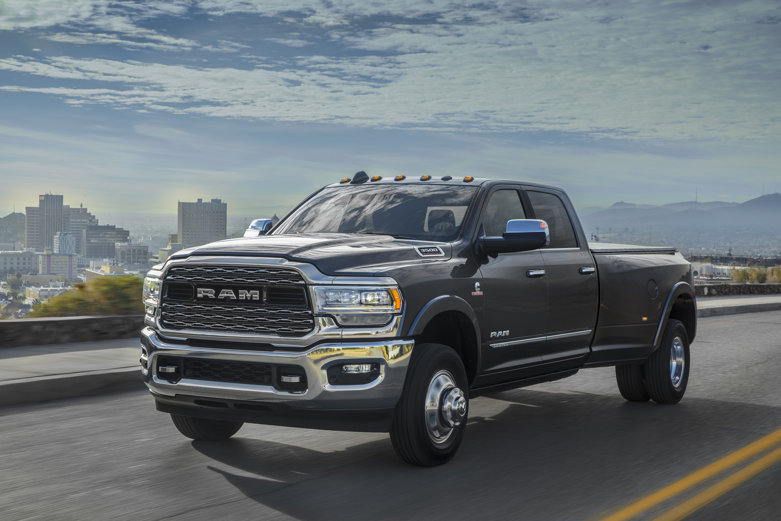 2019 Ram 3500 Heavy Duty Limited Crew Cab Dually Front Three-Quarter Wallpapers (13)