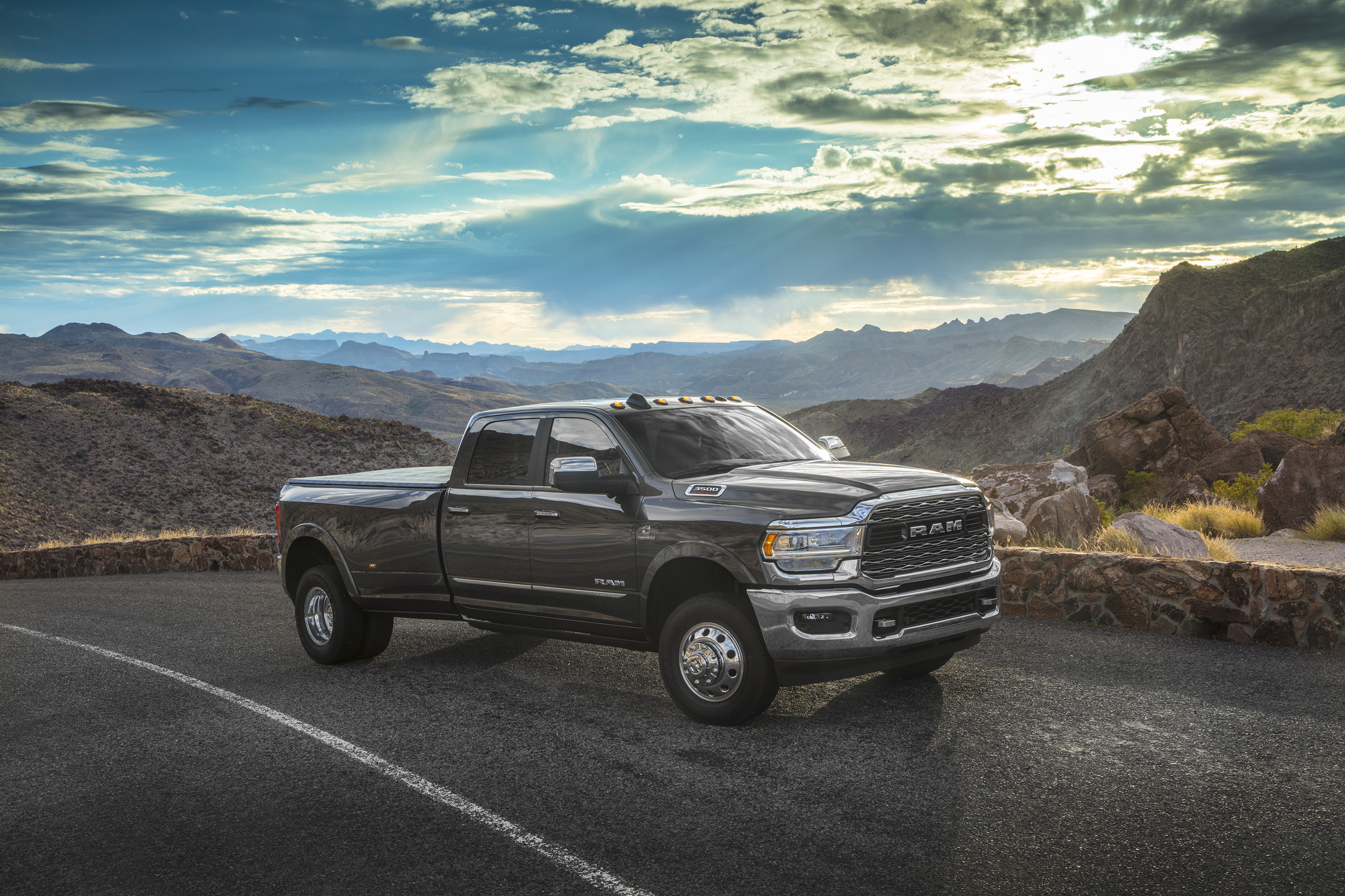 2019 Ram 3500 Heavy Duty Limited Crew Cab Dually Front Three-Quarter Wallpapers (5)