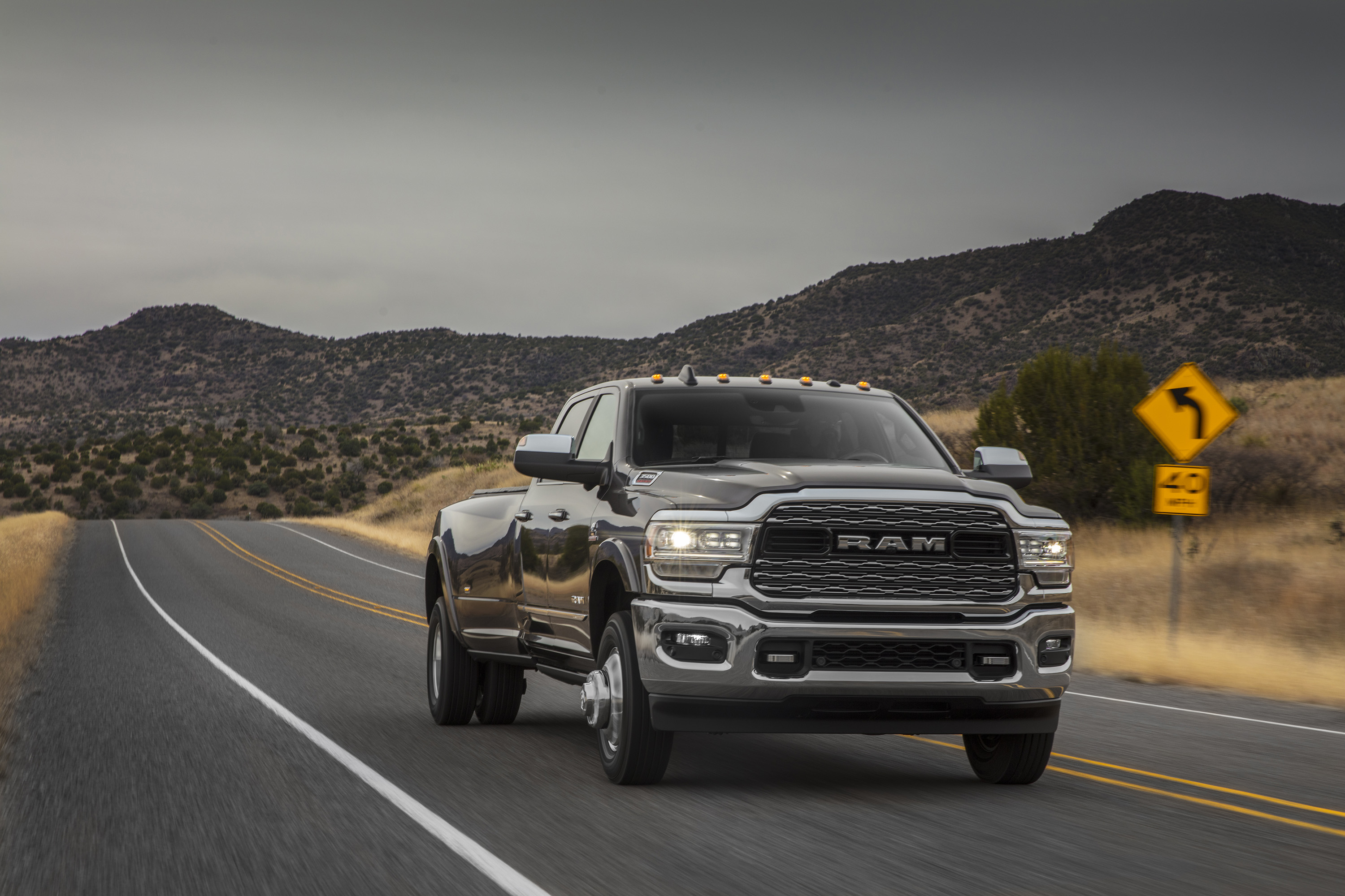 2019 Ram 3500 Heavy Duty Limited Crew Cab Dually Front Three-Quarter Wallpapers (14)