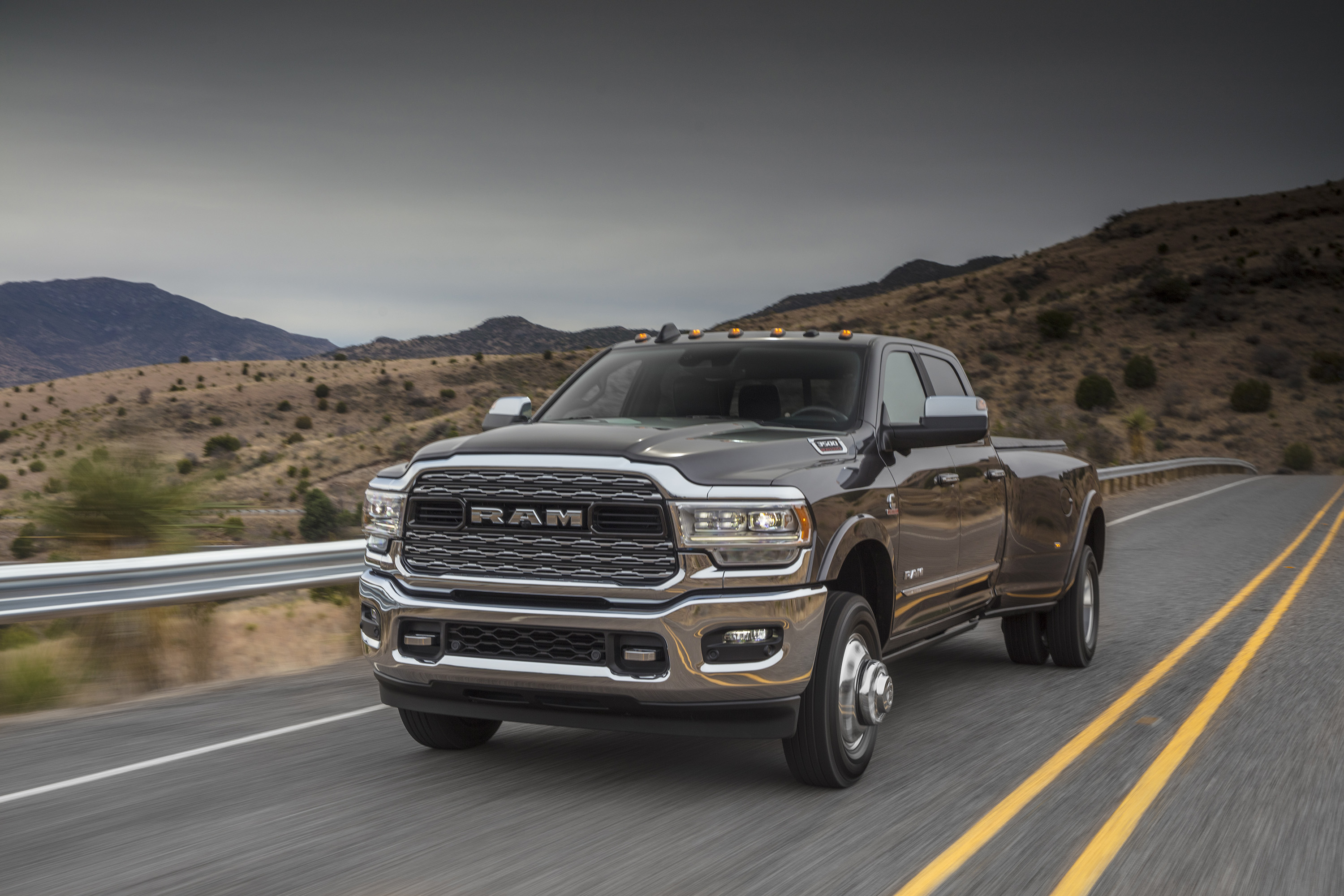 2019 Ram 3500 Heavy Duty Limited Crew Cab Dually Front Three-Quarter Wallpapers (1)