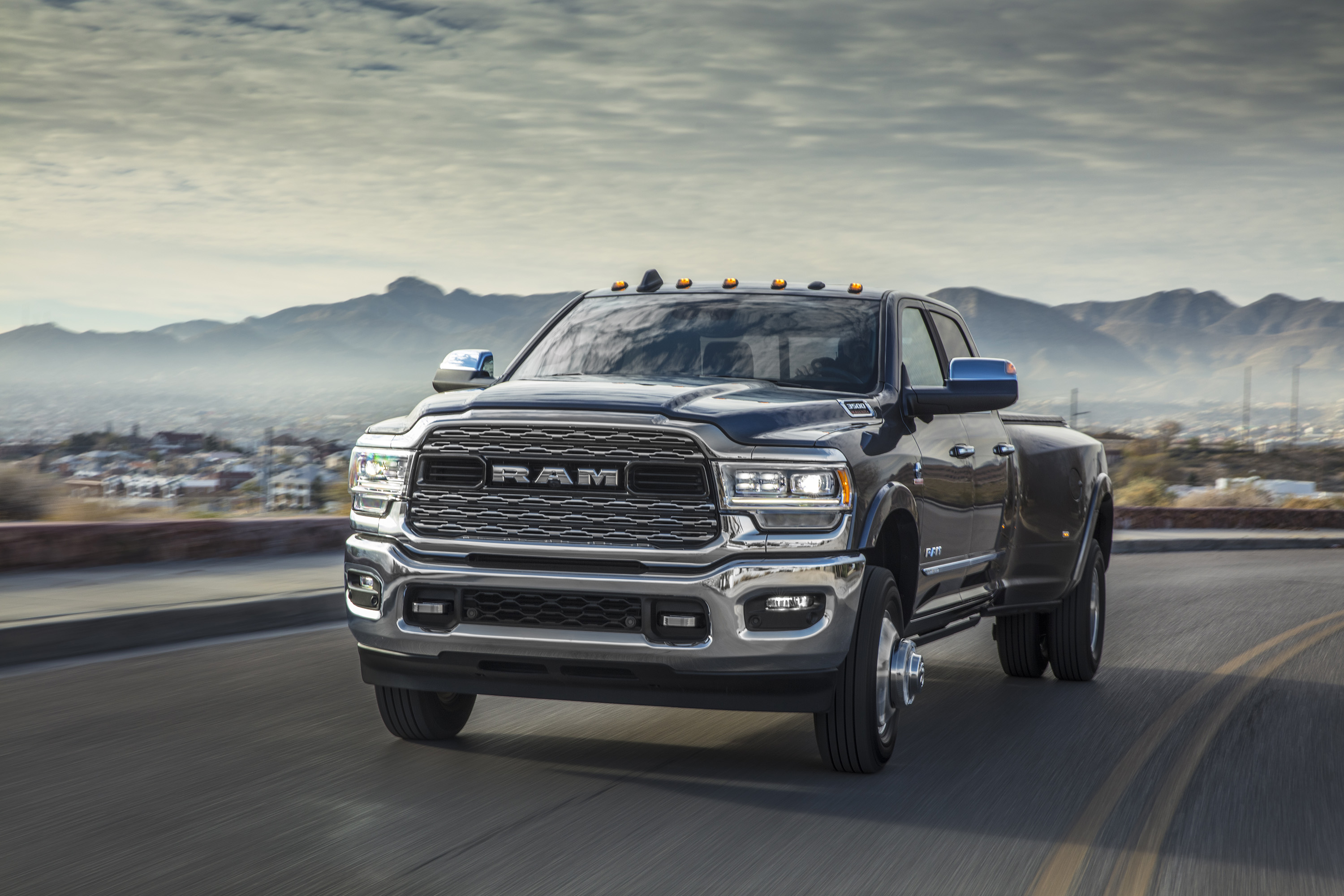 2019 Ram 3500 Heavy Duty Limited Crew Cab Dually Front Wallpapers (15)