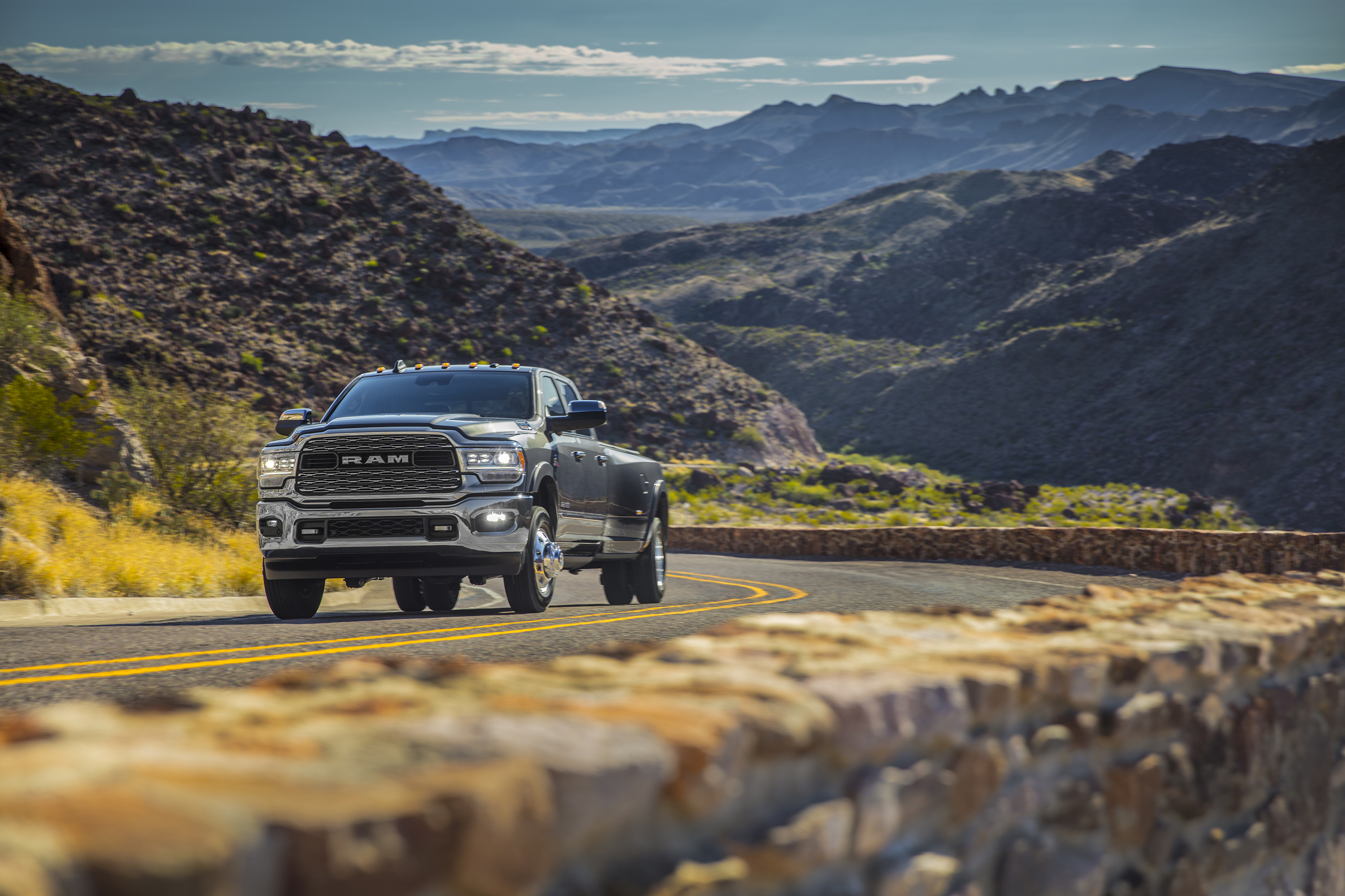 2019 Ram 3500 Heavy Duty Limited Crew Cab Dually Front Wallpaper (11)