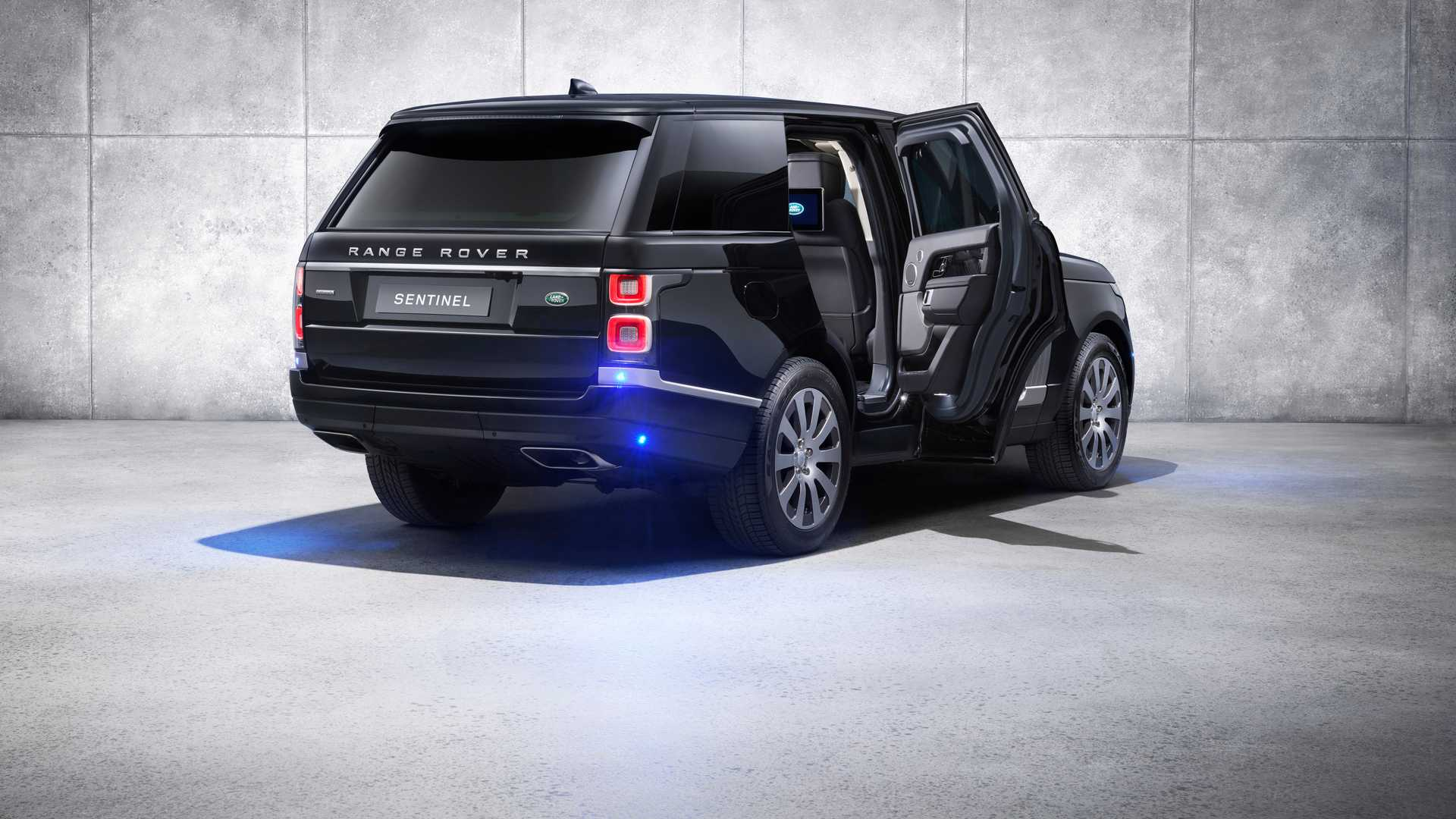 2019 Range Rover Sentinel Armored Vehicle Rear Three-Quarter Wallpapers (7)