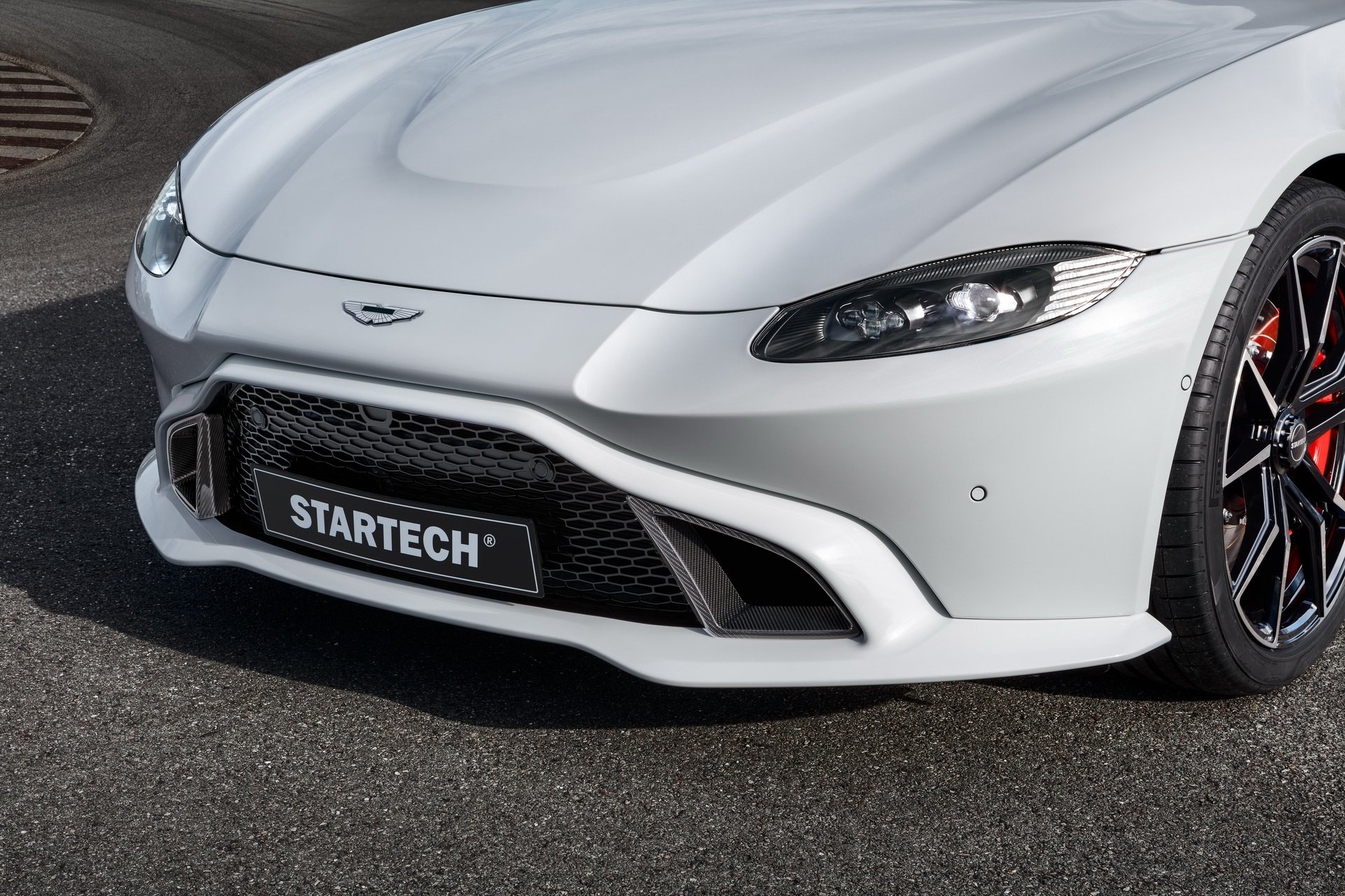 2019 STARTECH Aston Martin Vantage Headlight Wallpapers (6)