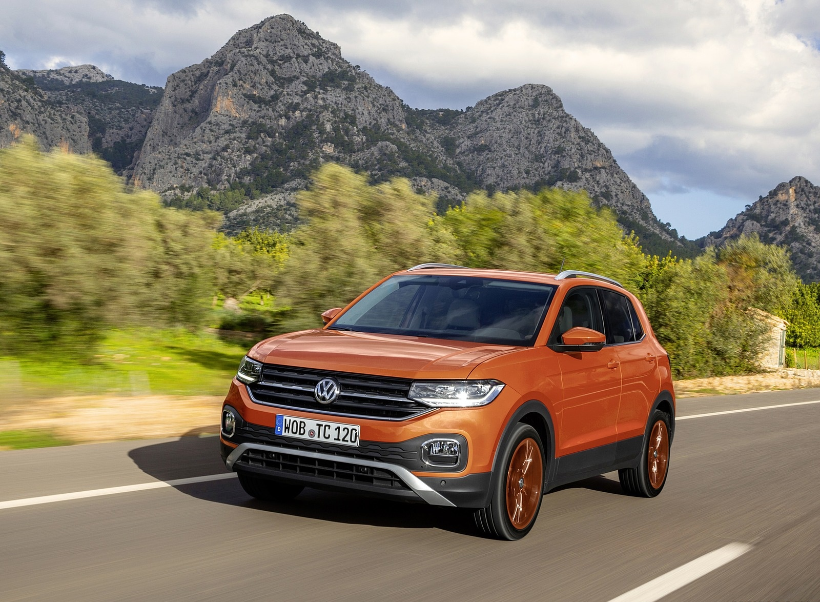 2019 Volkswagen T-Cross Front Three-Quarter Wallpaper (2)