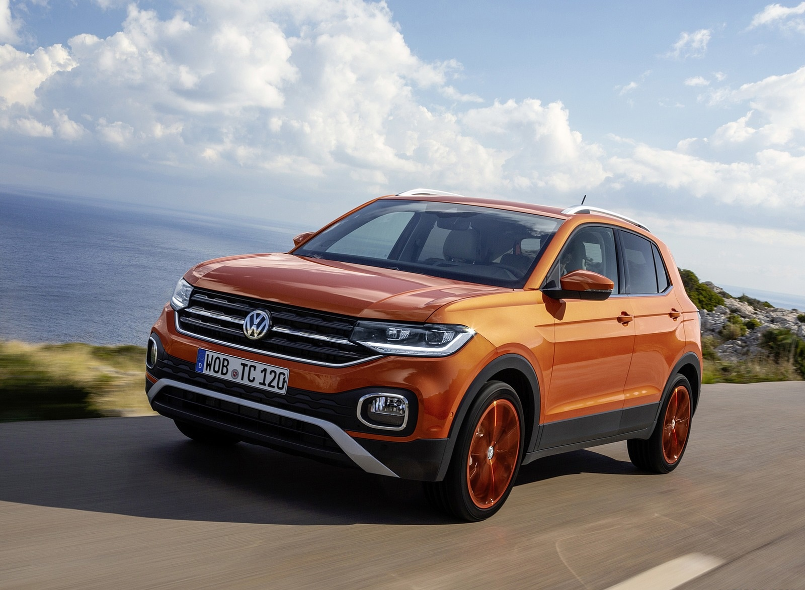 2019 Volkswagen T-Cross Front Three-Quarter Wallpaper (4)