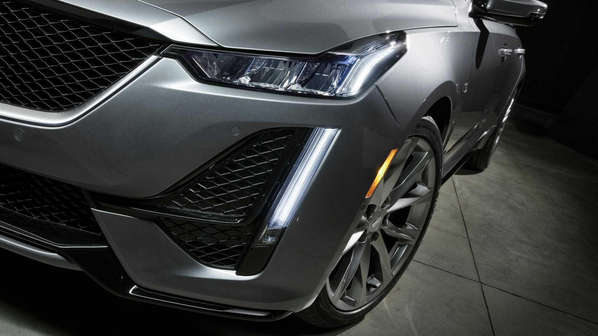 2020 Cadillac CT5 Headlight Wallpaper (3)