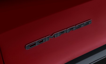 2020 Jeep Compass PHEV Badge Wallpaper 450x275 (10)
