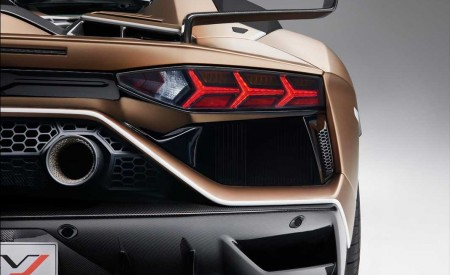 2020 Lamborghini Aventador SVJ Roadster Tail Light Wallpaper 450x275 (21)