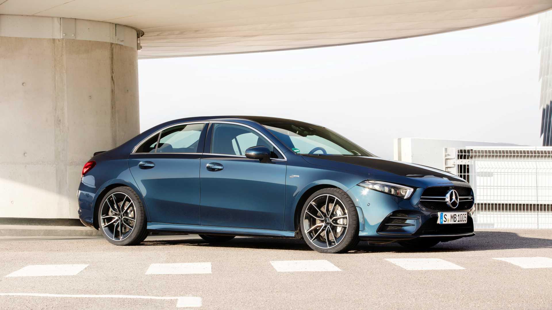 2020 Mercedes-AMG A 35 Sedan Front Three-Quarter Wallpaper (7)