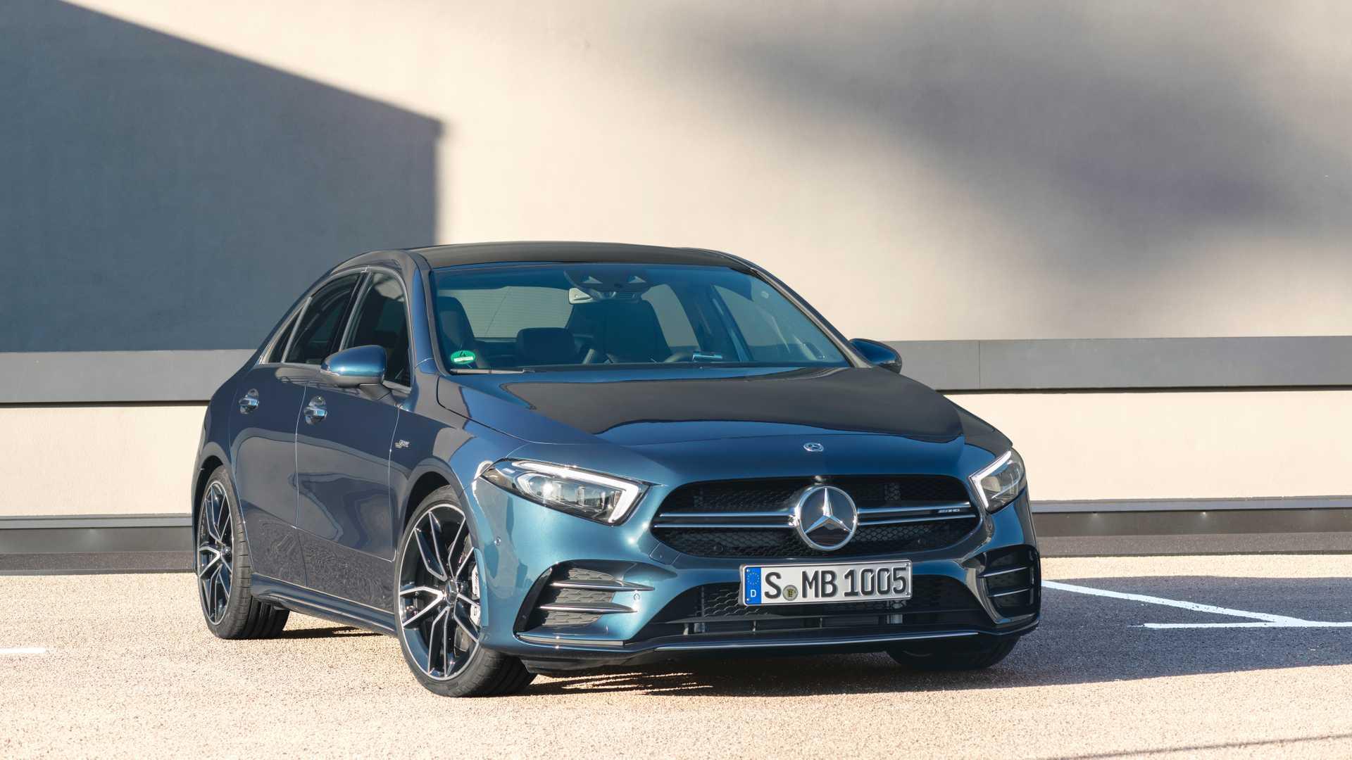 2020 Mercedes-AMG A 35 Sedan Front Three-Quarter Wallpaper (8)