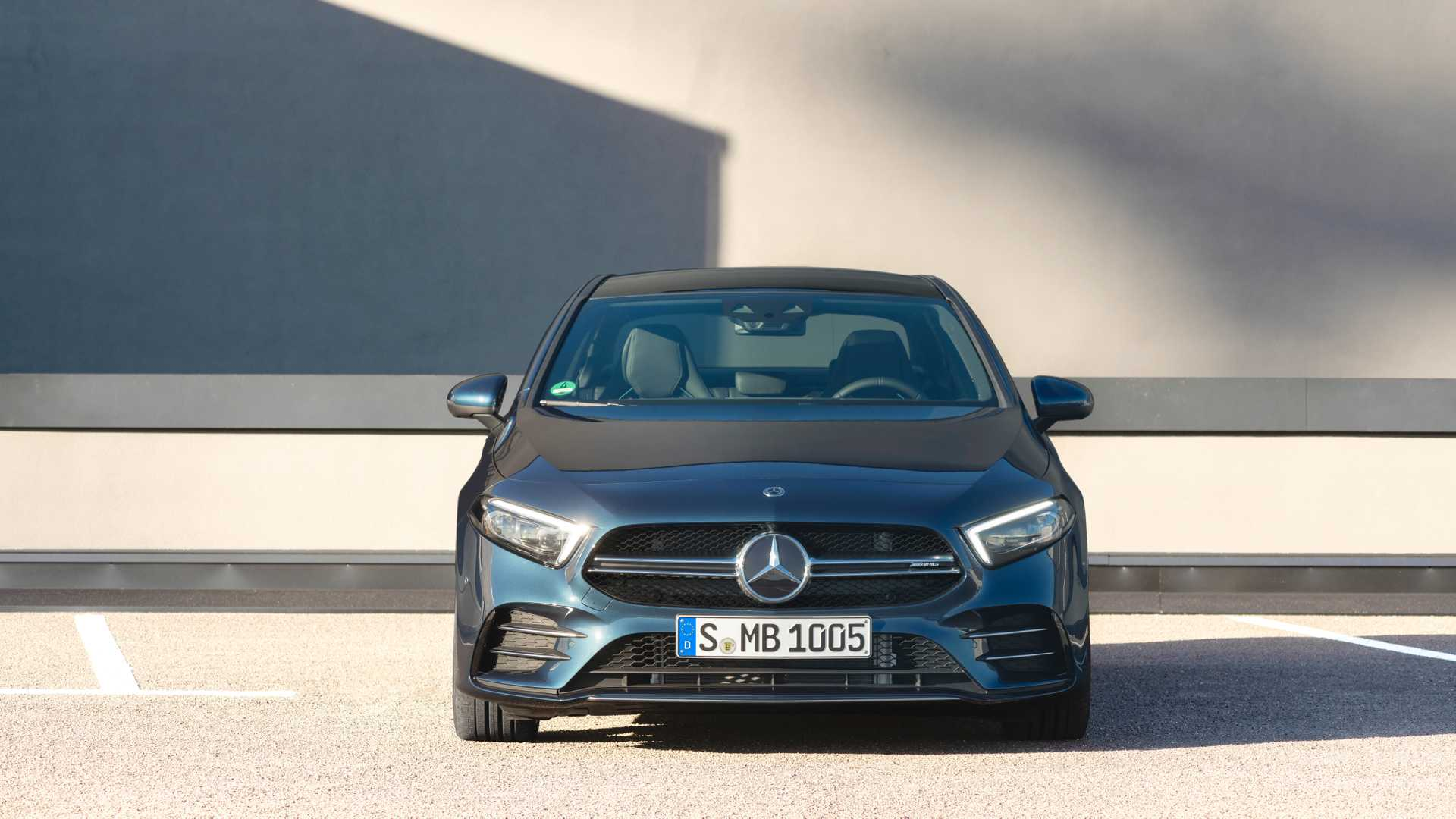 2020 Mercedes-AMG A 35 Sedan Front Wallpaper (9)