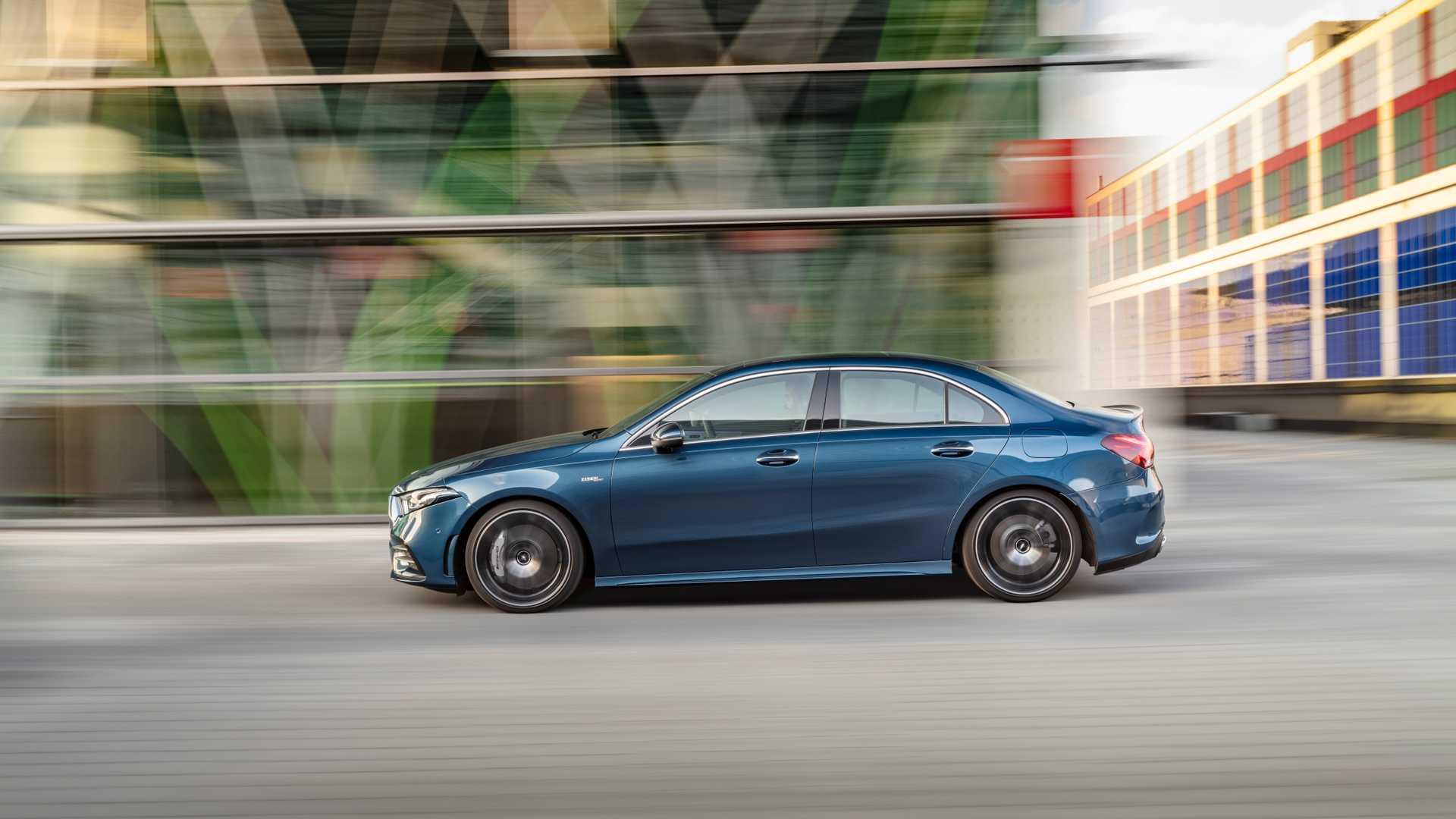2020 Mercedes-AMG A 35 Sedan Side Wallpaper (5)