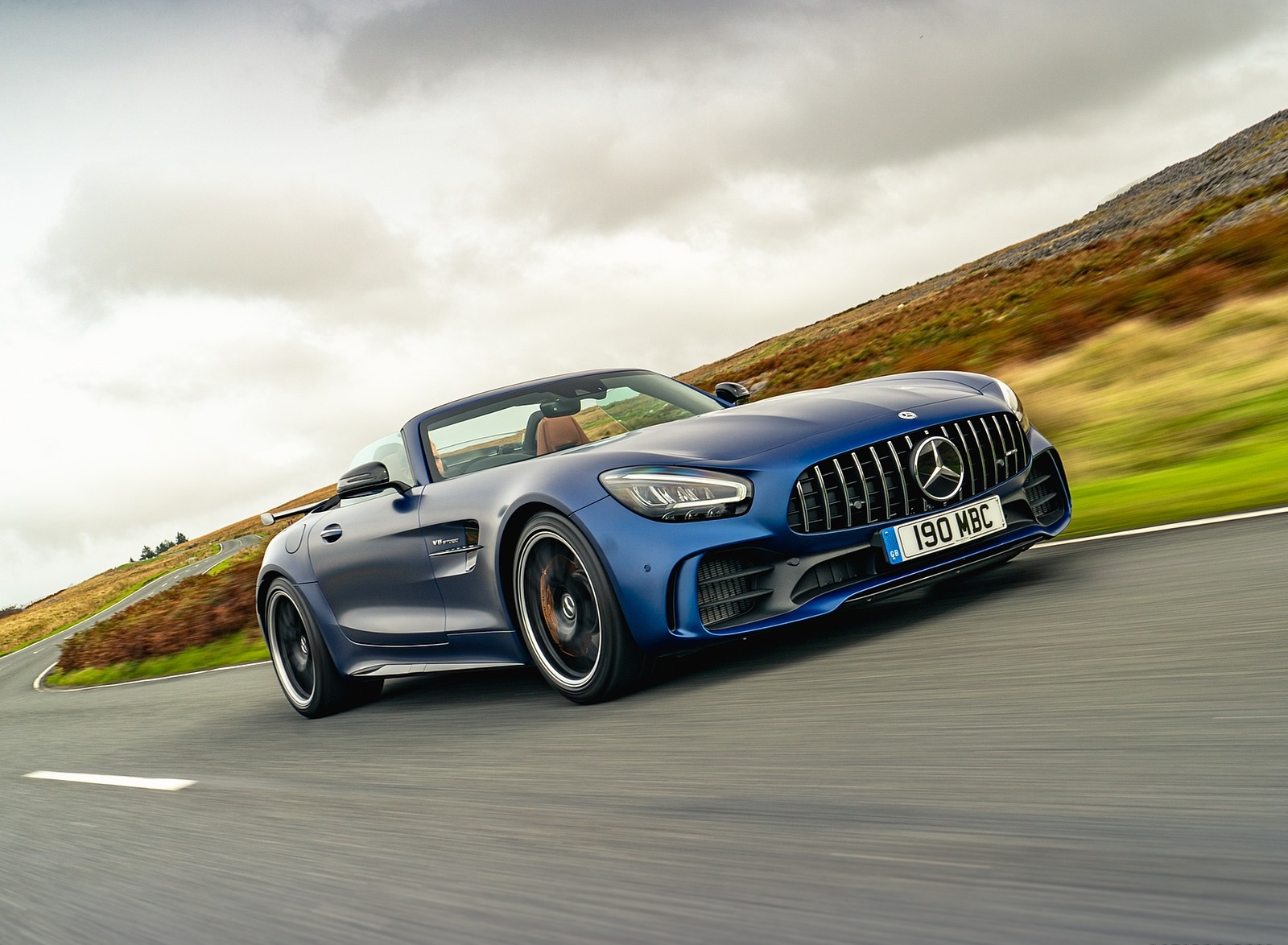 2020 Mercedes-AMG GT R Roadster (UK-Spec) Front Three-Quarter Wallpapers (2)
