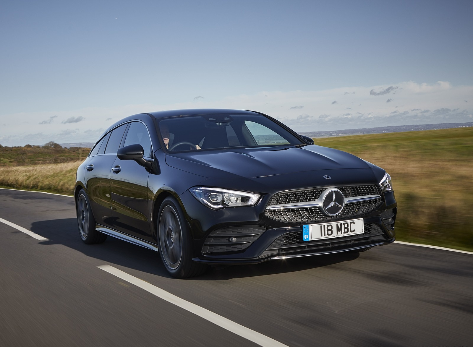 2020 Mercedes-Benz CLA 220 Shooting Brake (UK-Spec) Front Three-Quarter Wallpapers (4)