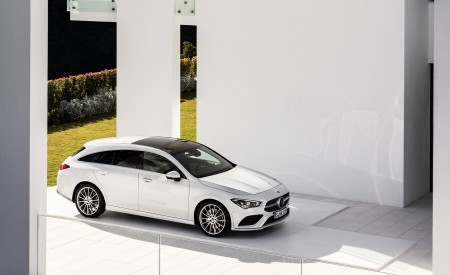 2020 Mercedes-Benz CLA Shooting Brake AMG-Line (Color: Digital White) Front Three-Quarter Wallpapers 450x275 (71)