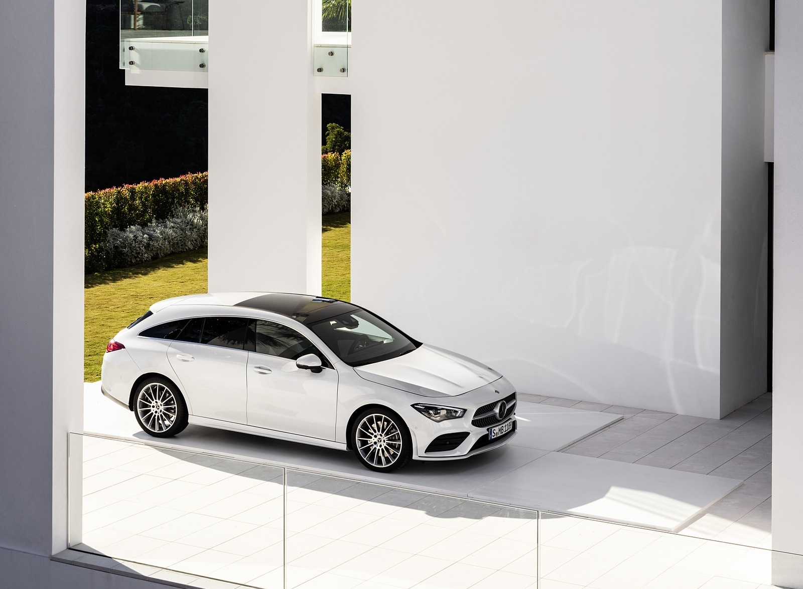 2020 Mercedes-Benz CLA Shooting Brake AMG-Line (Color: Digital White) Front Three-Quarter Wallpapers (13)