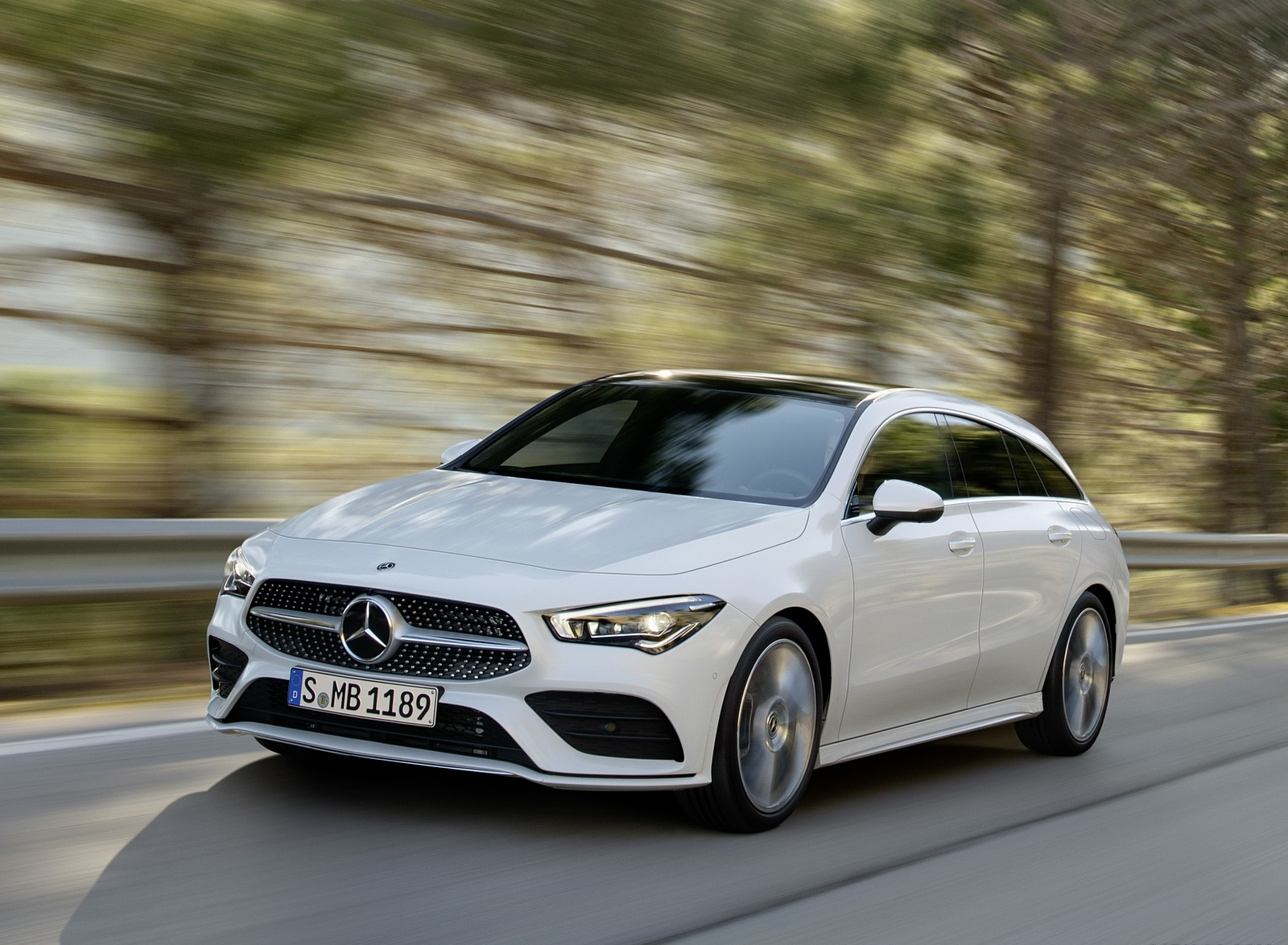 2020 Mercedes-Benz CLA Shooting Brake AMG-Line (Color: Digital White) Front Three-Quarter Wallpapers (2)