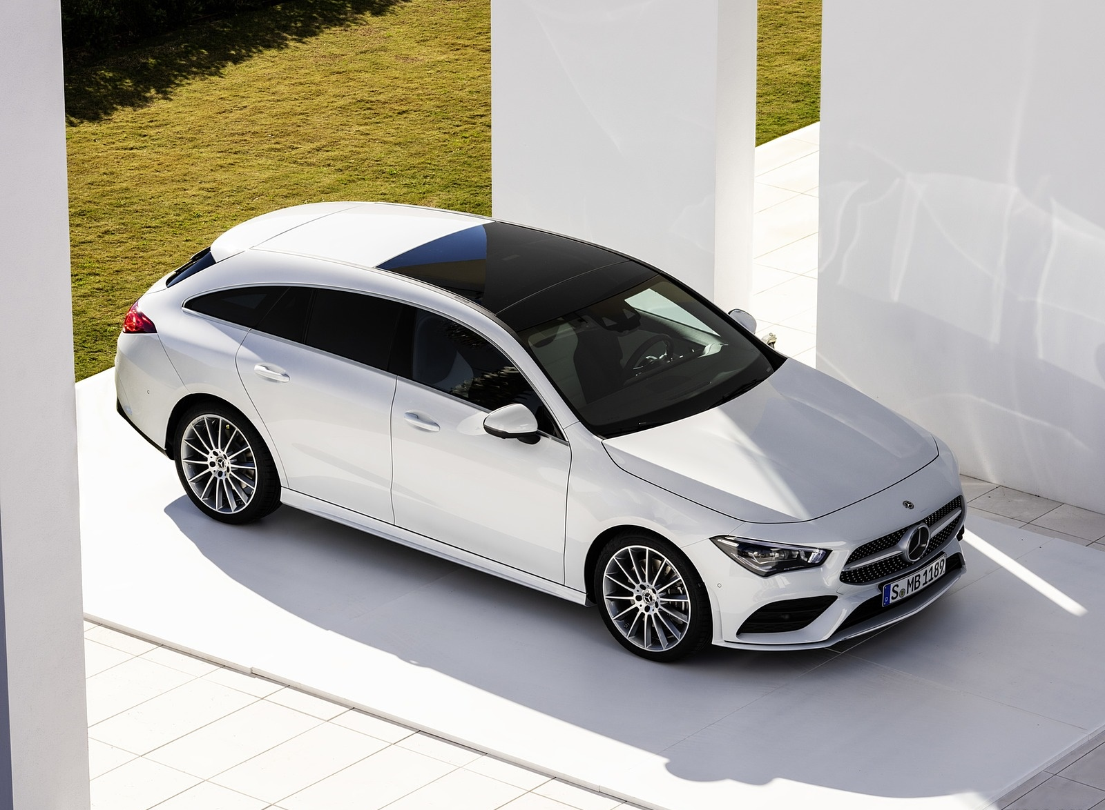 2020 Mercedes-Benz CLA Shooting Brake AMG-Line (Color: Digital White) Front Three-Quarter Wallpapers (14)