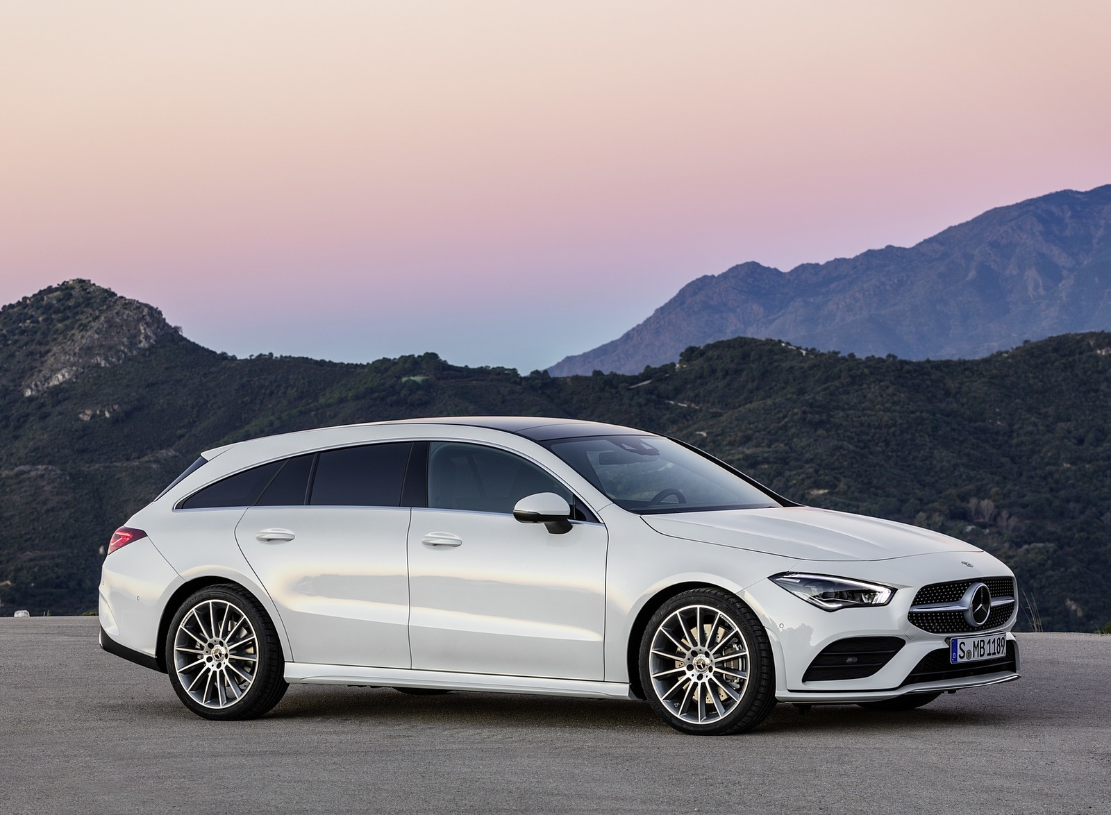 2020 Mercedes-Benz CLA Shooting Brake AMG-Line (Color: Digital White) Front Three-Quarter Wallpaper (12)