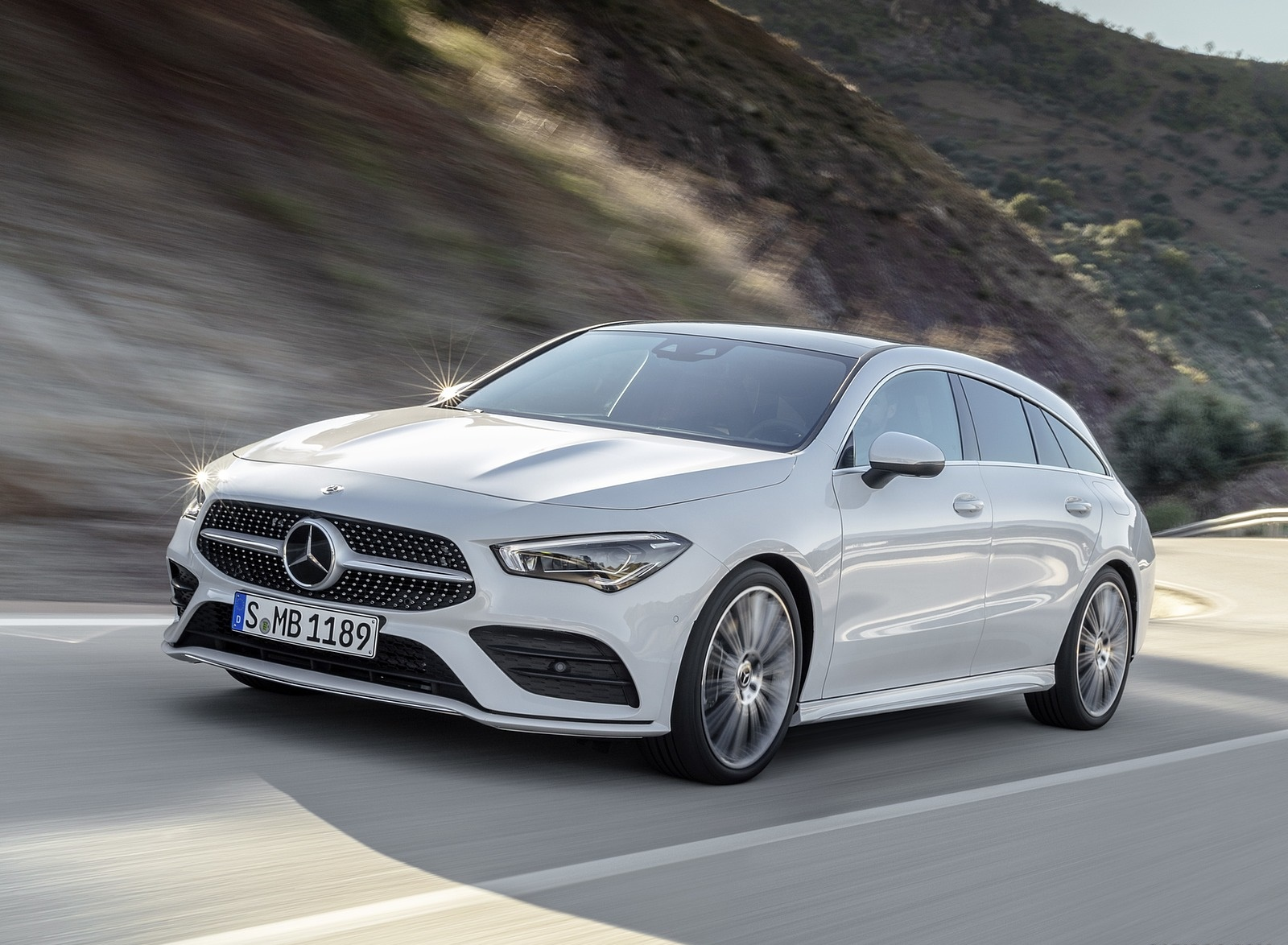 2020 Mercedes-Benz CLA Shooting Brake AMG-Line (Color: Digital White) Front Three-Quarter Wallpapers (3)