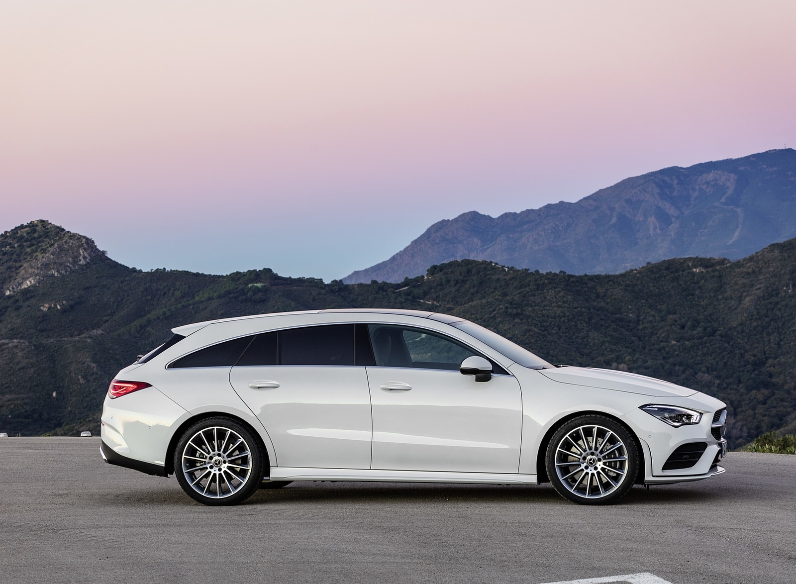 2020 Mercedes-Benz CLA Shooting Brake AMG-Line (Color: Digital White) Side Wallpaper (10)