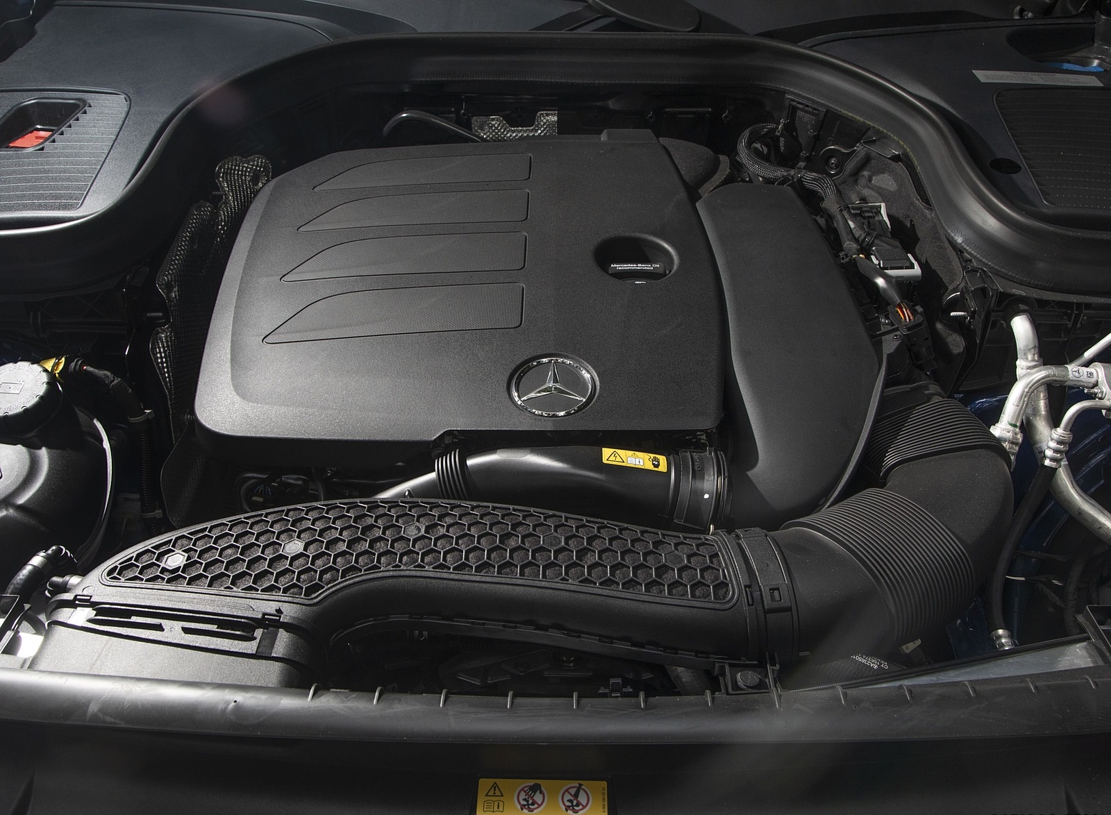 2020 Mercedes-Benz GLC 300 (US-Spec) Engine Wallpapers #13 of 62