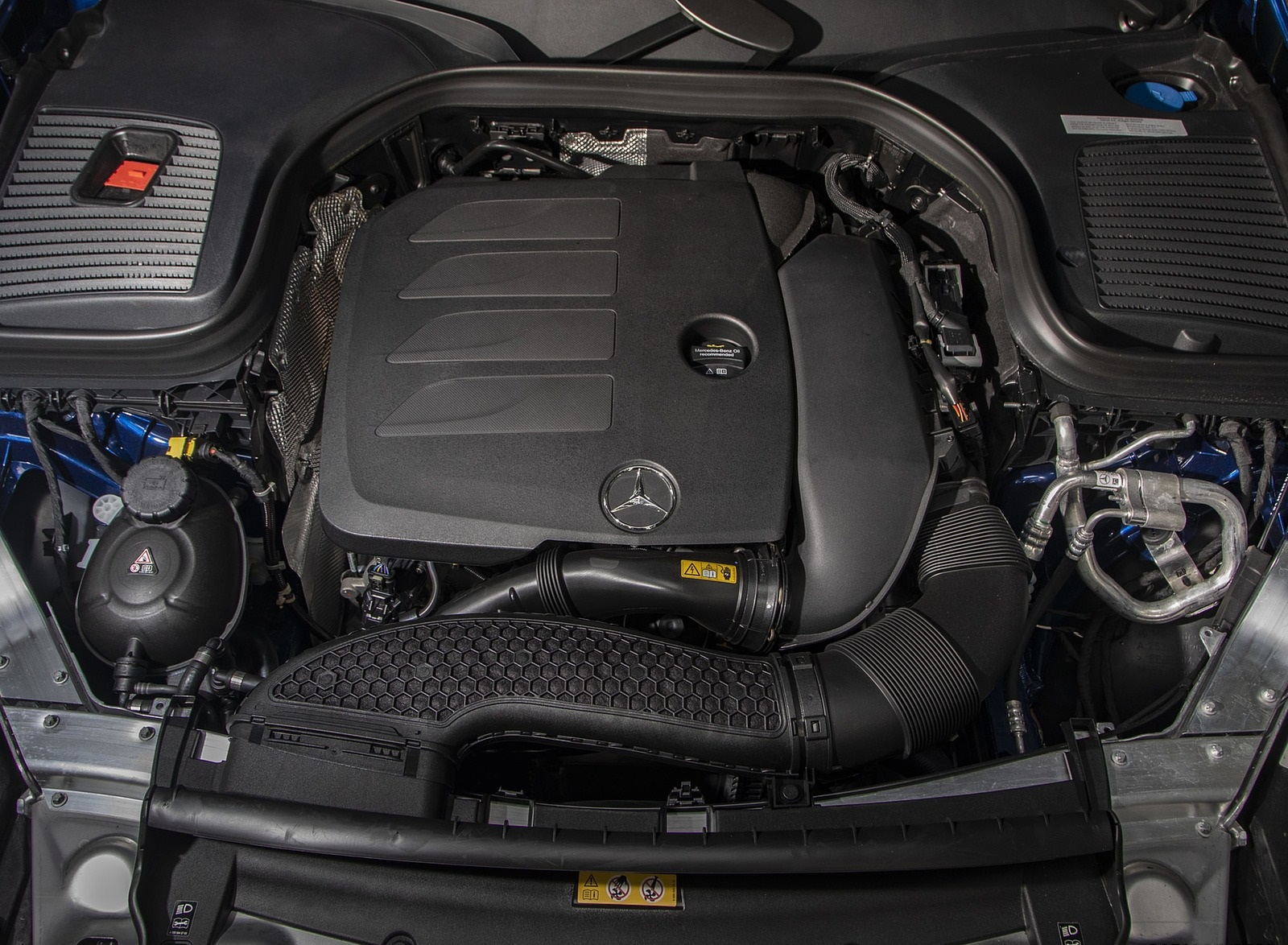 2020 Mercedes-Benz GLC 300 (US-Spec) Engine Wallpapers #15 of 62