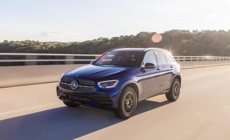 2020 Mercedes-Benz GLC 300 (US-Spec) Front Three-Quarter Wallpapers 450x275 (3)