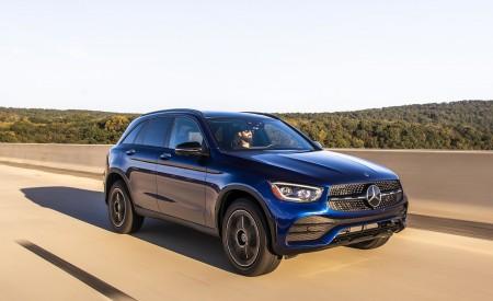 2020 Mercedes-Benz GLC 300 (US-Spec) Front Three-Quarter Wallpapers 450x275 (2)