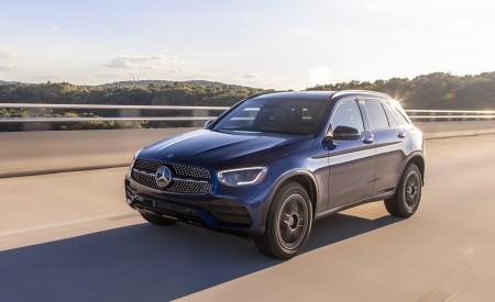 2020 Mercedes-Benz GLC 300 (US-Spec) Front Three-Quarter Wallpapers 450x275 (5)