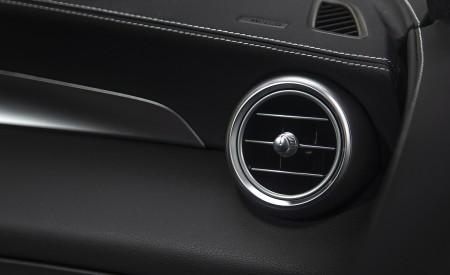 2020 Mercedes-Benz GLC 300 (US-Spec) Interior Detail Wallpapers 450x275 (33)