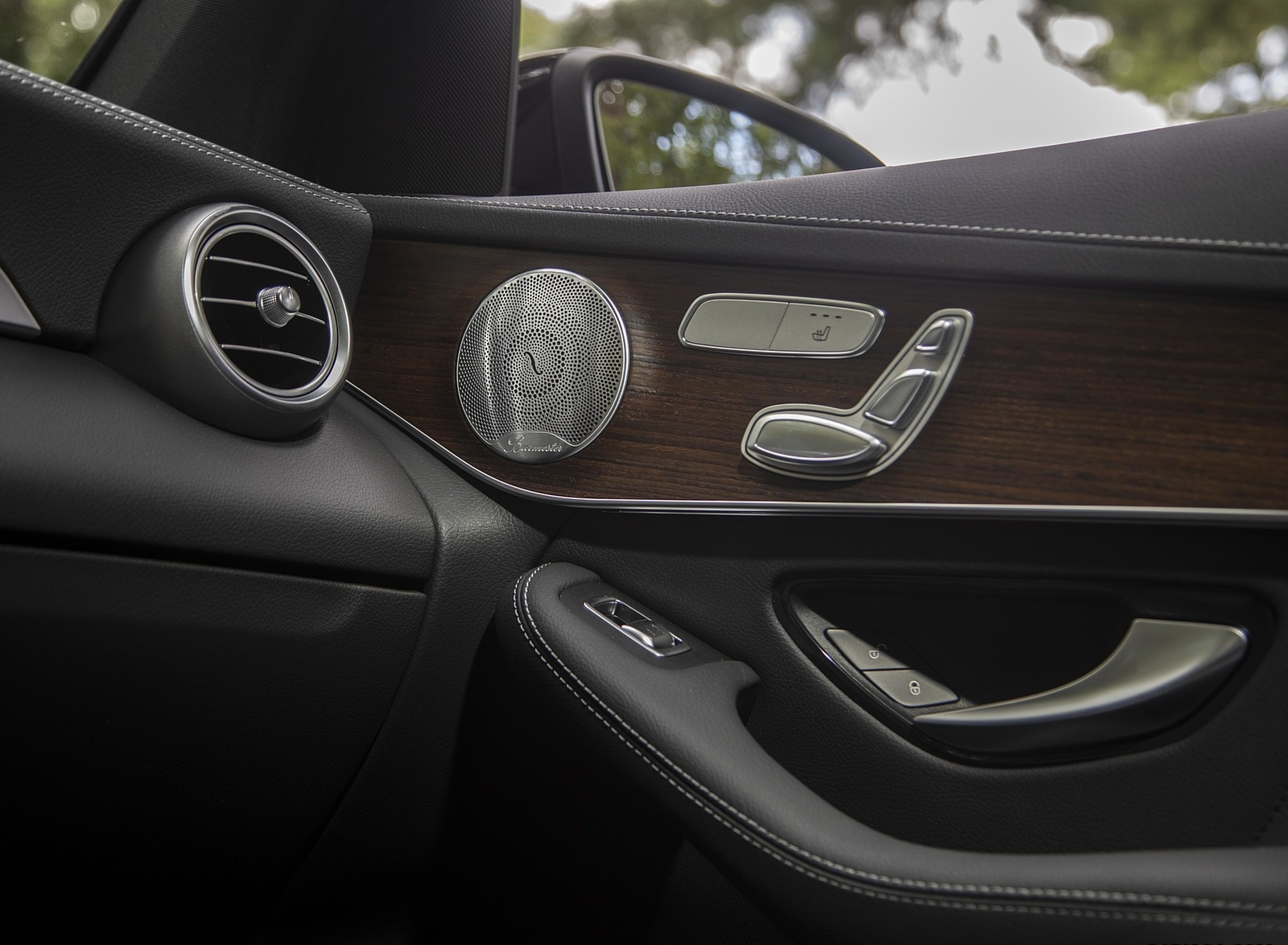 2020 Mercedes-Benz GLC 300 (US-Spec) Interior Detail Wallpapers #25 of 62
