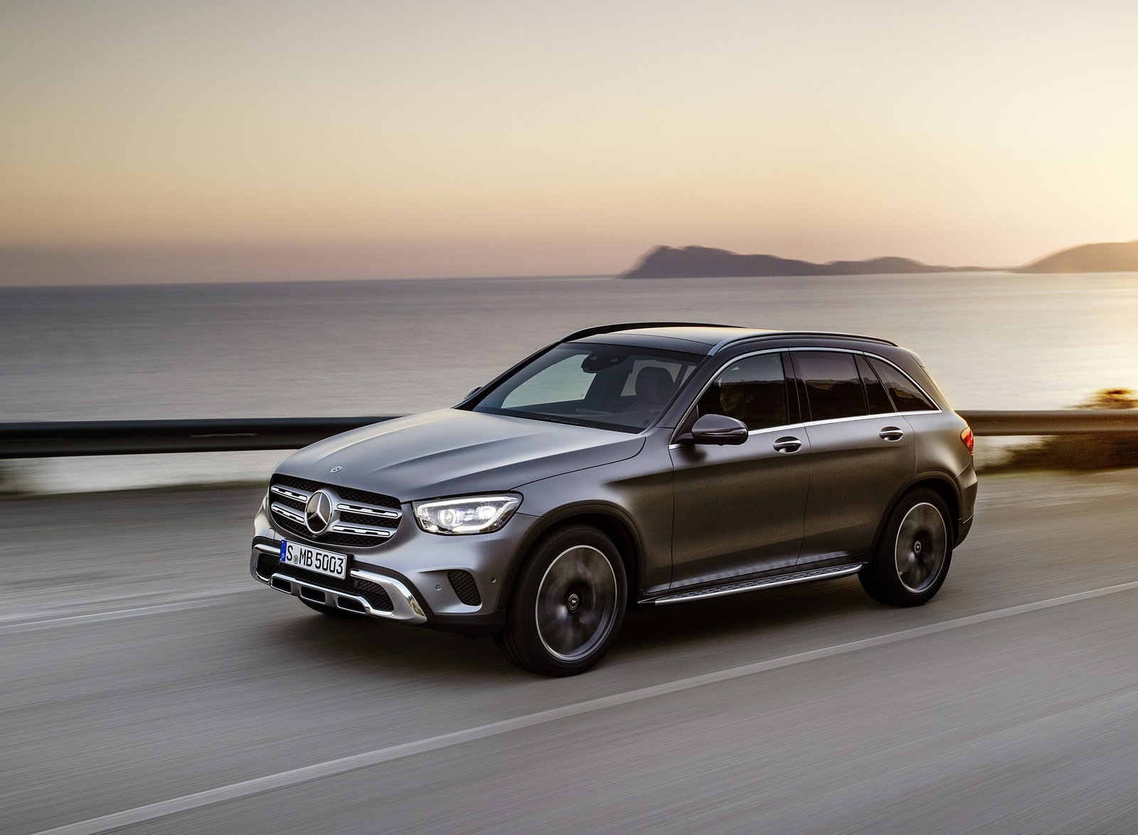 2020 Mercedes-Benz GLC (Color: Designo Selenite Grey Magno) Front Three-Quarter Wallpapers #40 of 62