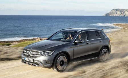 2020 Mercedes-Benz GLC (Color: Designo Selenite Grey Magno) Front Three-Quarter Wallpapers 450x275 (44)