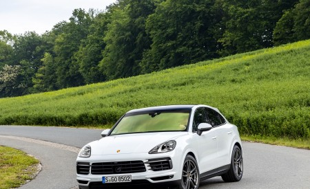 2020 Porsche Cayenne Coupé (Color: Carrara White Metallic) Front Three-Quarter Wallpapers 450x275 (145)
