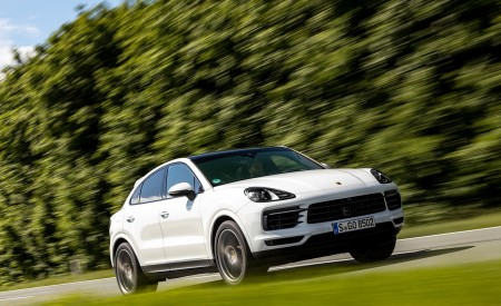 2020 Porsche Cayenne Coupé (Color: Carrara White Metallic) Front Three-Quarter Wallpapers 450x275 (130)