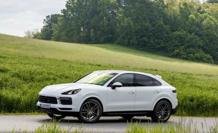 2020 Porsche Cayenne Coupé (Color: Carrara White Metallic) Front Three-Quarter Wallpapers 450x275 (146)