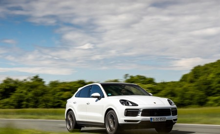 2020 Porsche Cayenne Coupé (Color: Carrara White Metallic) Front Three-Quarter Wallpapers 450x275 (147)